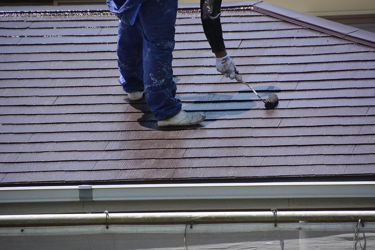 屋根塗装に使われる塗料の耐用年数と塗装劣化によるリスク